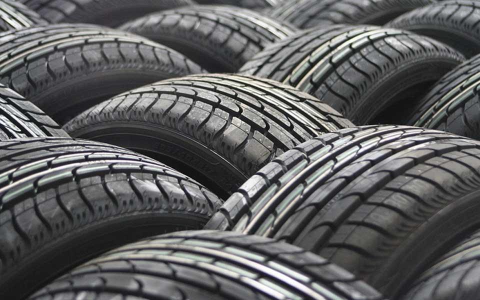Se prohibe la venta de los neumáticos menos eficientes