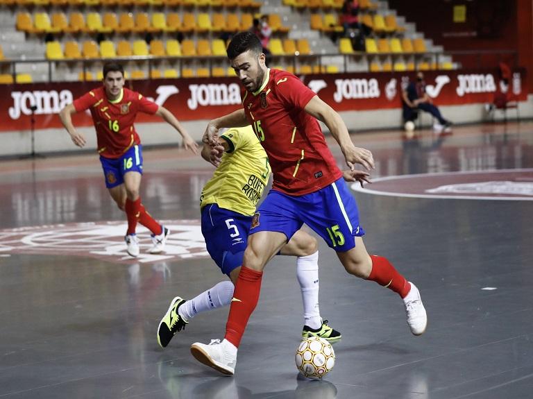 Alberto Saura debuta con La Roja
