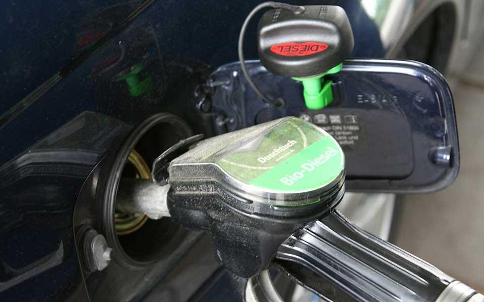 La eterna discusión vuelve a la carga. ¿Es más caro mantener un coche diesel o gasolina?